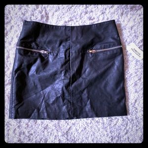 NWT faux leather skirt (silver zip)